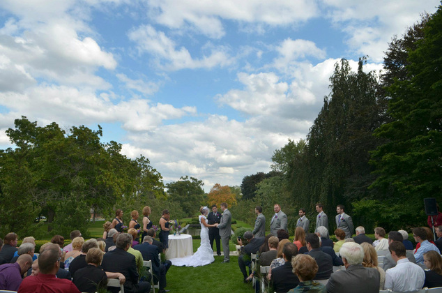 Weddings at first blush for Cantigny le jardin